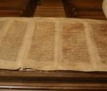 2_5-8_crippled_woman_torah_scrolls